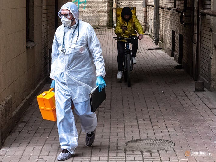 На дому от коронавируса в Петербурге лечатся 43 тысячи человек.