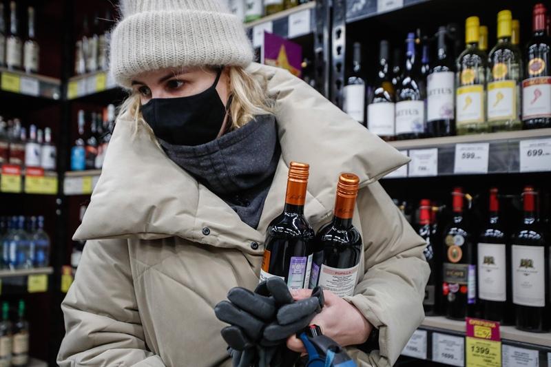 Цены на алкоголь могут вырасти на 15% в 2021 году. Сильнее всего подорожает дешёвое спиртное