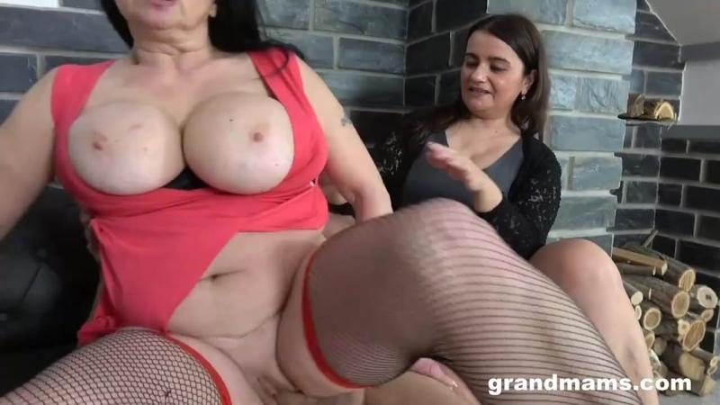 Сын трахает старую мачеху и её подругу, ЖМЖ milf sex granny porn mature tit ass boob incest fuck bbw fat big cum (Hot&Horny)