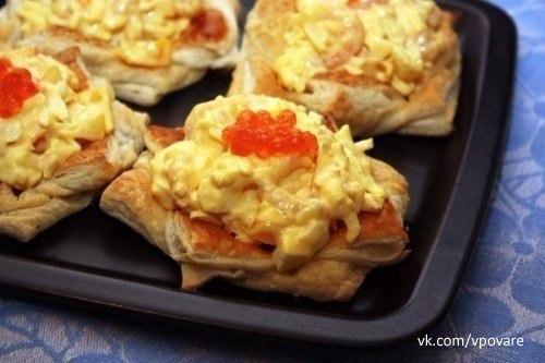 Тарталетки - 7 рецептов  1. Тарталетки закусочные  Ингредиенты:  Тарталетки-15 шт. Сыр плавл.(дружба)-1...