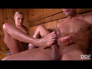 Footjob sauna