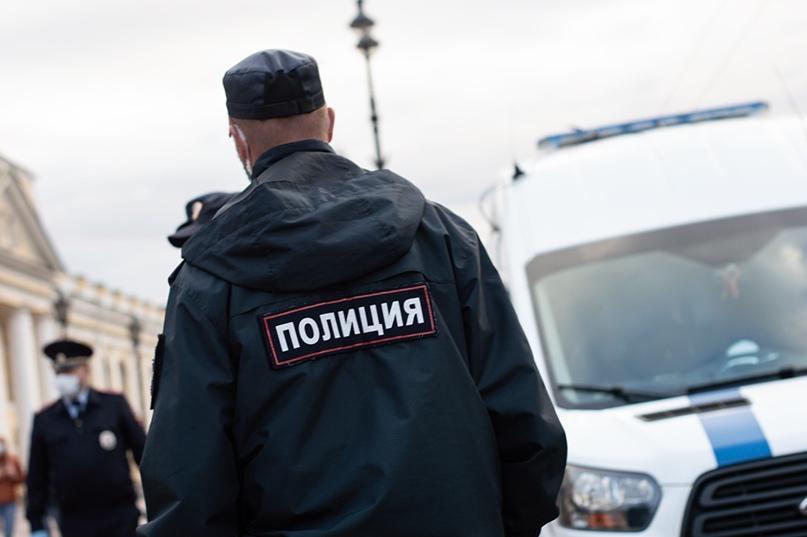В Петербурге задержали активистов, собиравшихся в Москву встречать Навального. Т...