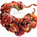 Шапка-венок с вязаными цветами