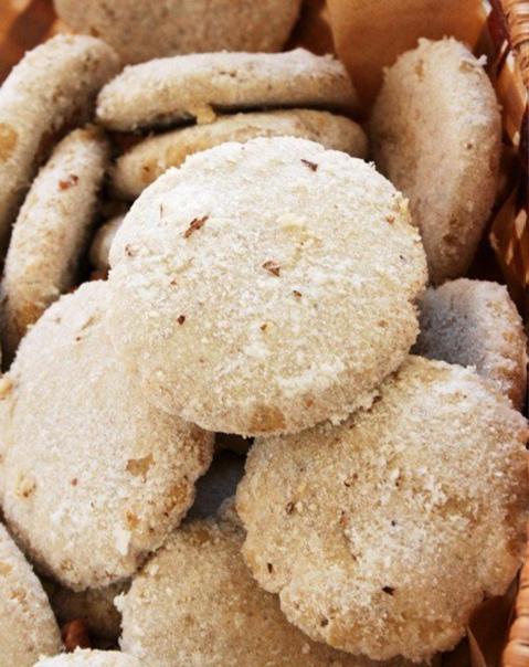 Польворон или испанское печенье  Ингредиенты:  Сливочное масло — 200 г Мука...