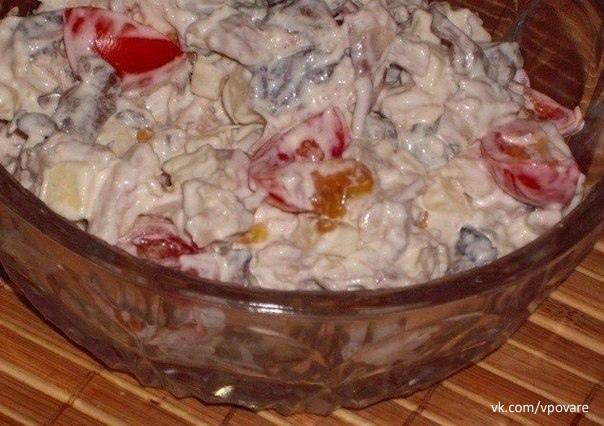 10 салатов с грибами  1. Салат из куриного филе,...