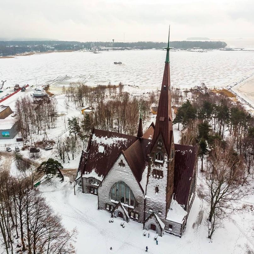 Одно из самых примечательных зданий Карельского перешейка — приморская кирха