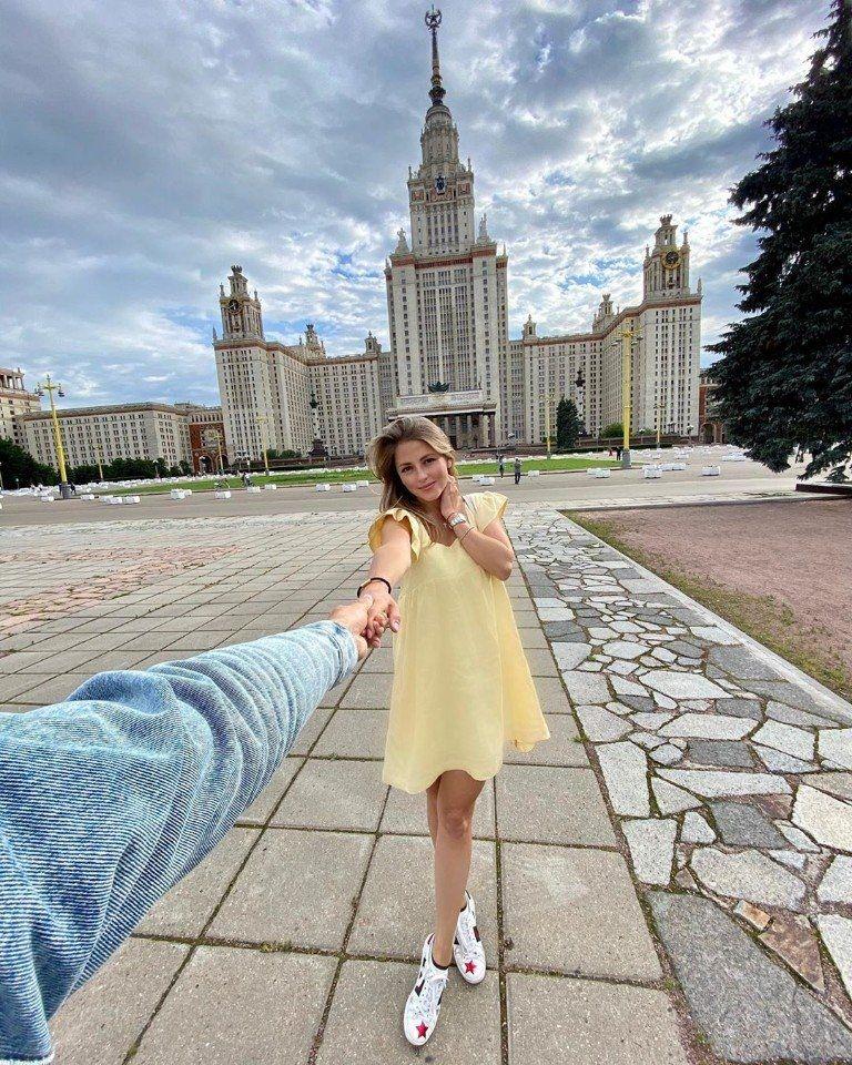 Αннa Μиxaйловскaя без нарощeнных peсниц и сдeлaннoй плаcтики выглядит идeaльно