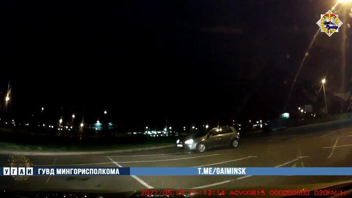В Минске парень посадил за руль нетрезвую девушку, чтобы поучить вождению