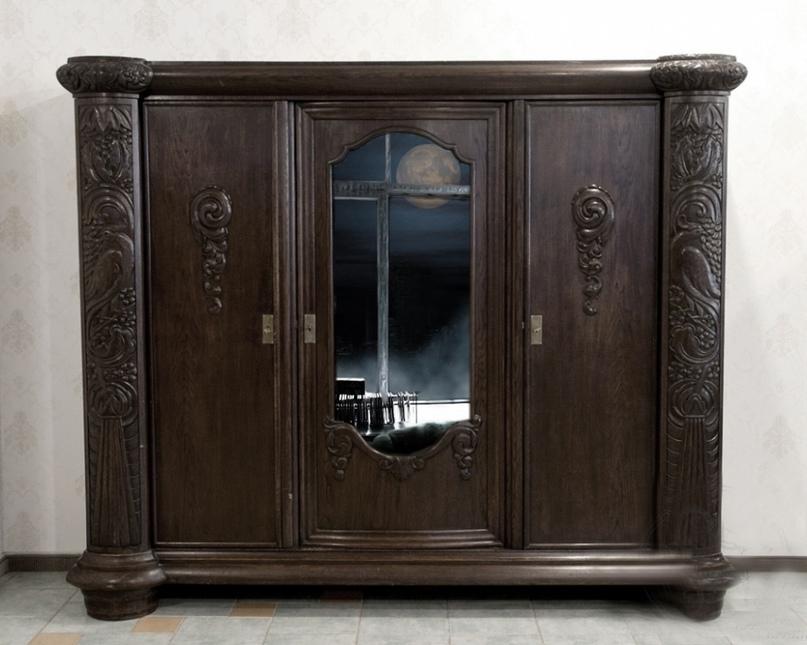 Бабка Агафья всегда говорила, что там, где спишь, зеркал быть не должно.