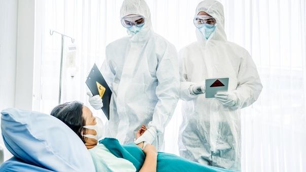 Инфекционист нашел у коронавируса признаки биологического оружия