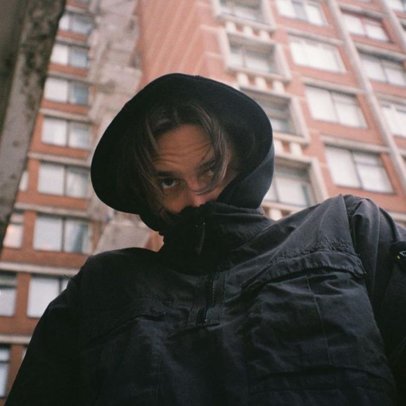 Тима Белорусских поссорился со своим бывшим лейблом. Он не может официально выпу...