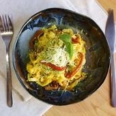 Домашняя паста с сырным соусом