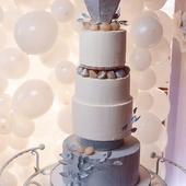 Свадебный торт сложной конструкции