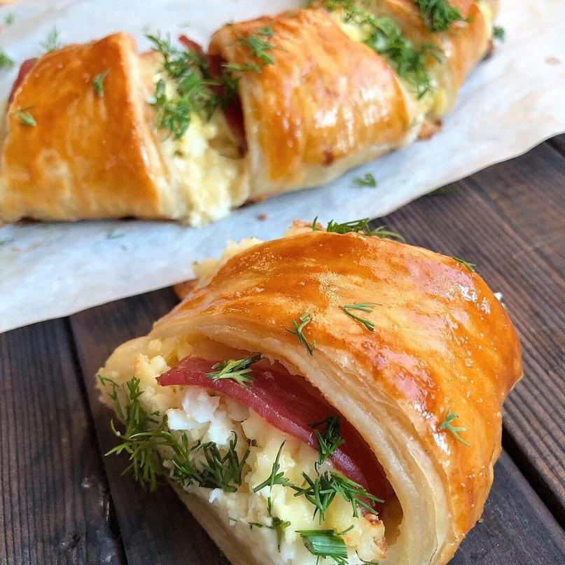 Пирог-венок с беконом, яйцом и сыром 🥓🧀🥚