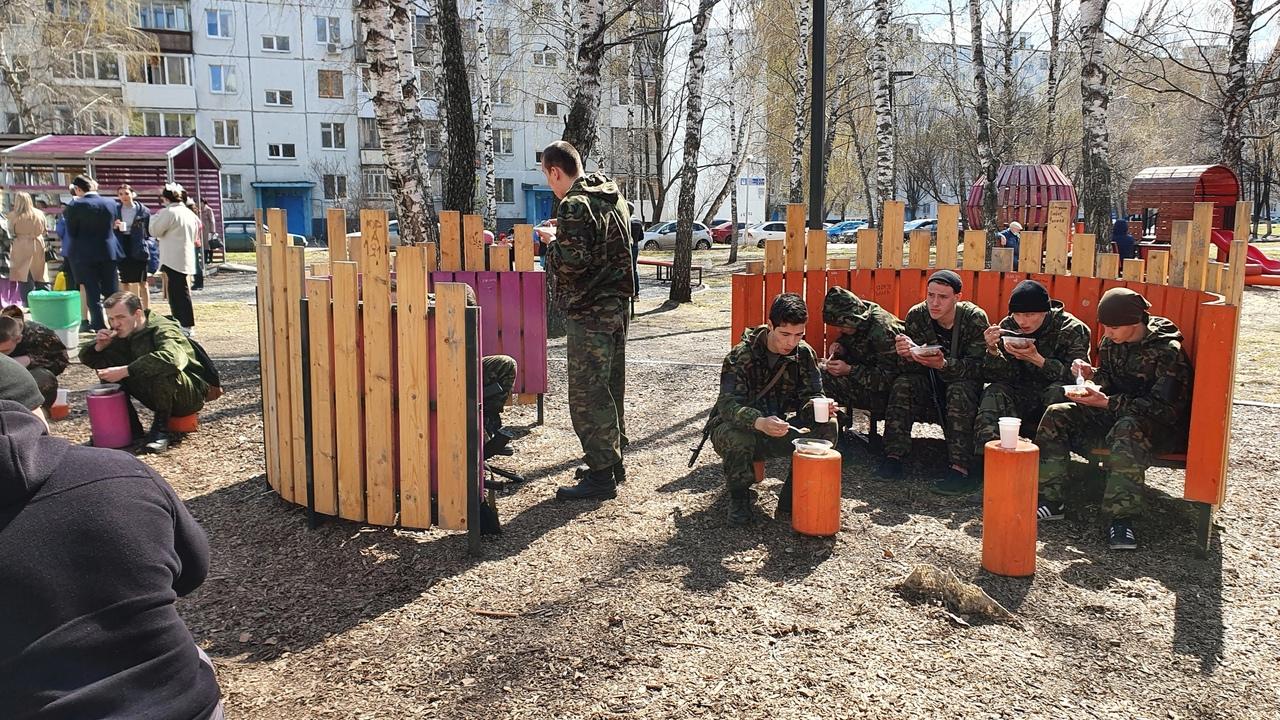 В преддверие 76 годовщины Победы 29 апреля на детской площадке 4/21 провели меро...