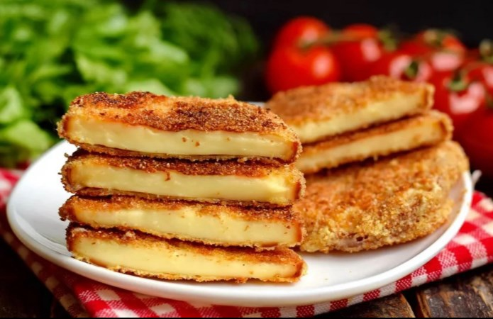 Жареный сыр — это вкуснейшее, очень нежное, ароматное и сочное лакомство. Жарятс...