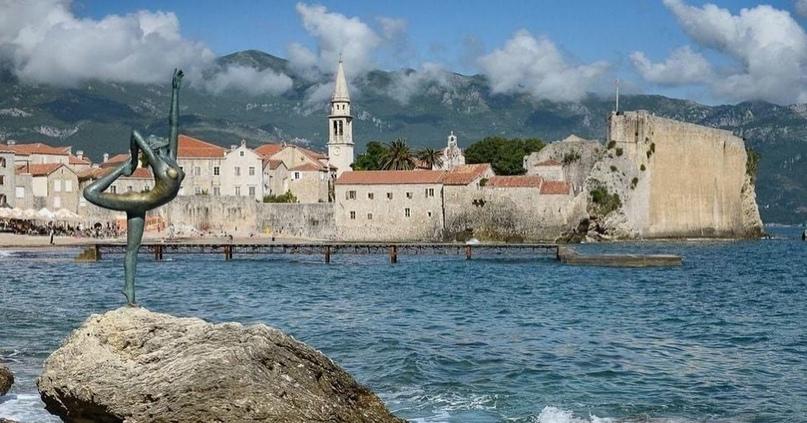 «Белавиа» запускает чартеры в Тунис и Черногорию