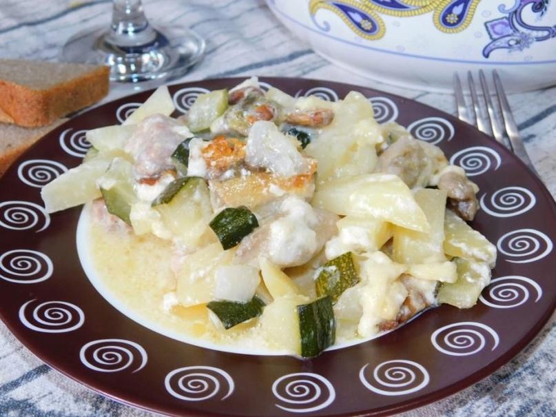 Мясо в духовке с грибами и овощами