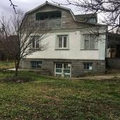 Продам в селе Тенистое Бахчисарайского района добротный дом на окраине села.