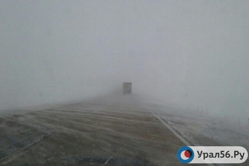 Из-за метели временно перекрыли трассу М-5 «Урал» в Оренбургской области