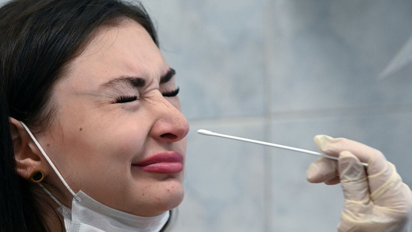Минздрав запретил двум лабораториям проводить ПЦР-тесты.