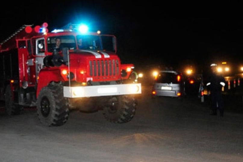 В Новотроицке на пожаре спасли шестерых детей. Двое мужчин пострадали