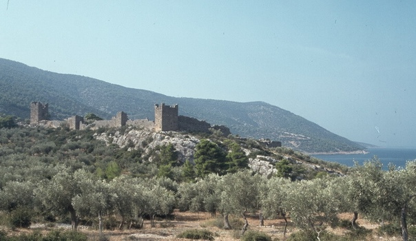 Афинская крепость Элевтерия на берегу Коринфского залива. Фото автора