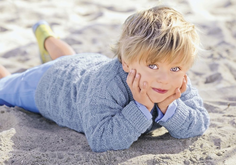 Детский пуловер с рельефным узором