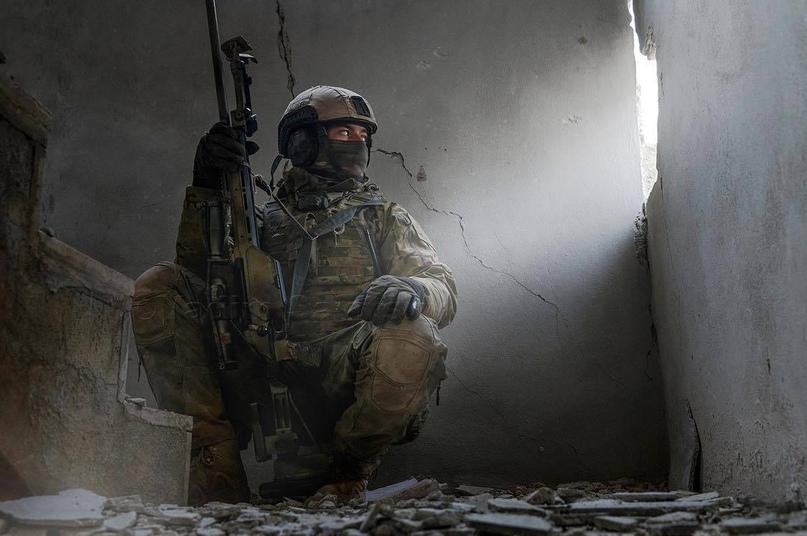 Звезда Героя за секретную битву. Как один спецназовец отбился от сорока террорис...