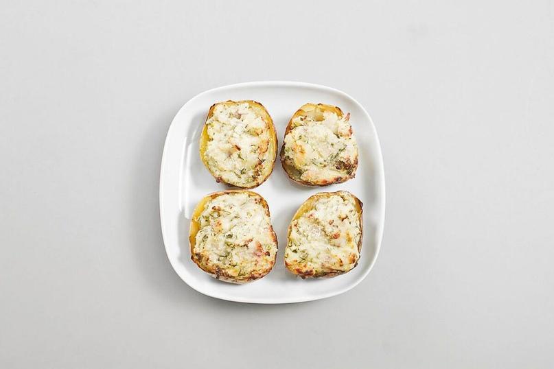 Картофельные лодочки с начинкой из сыра и бекона, интересное блюдо к обеду