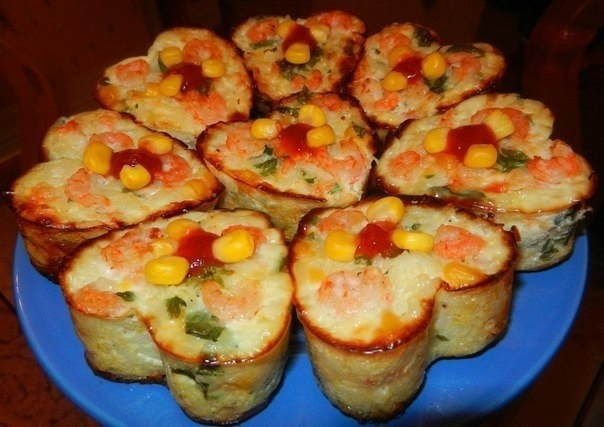 Рисовые кексы с креветками и кукурузой.
