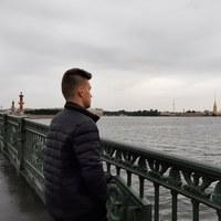 Илья П********