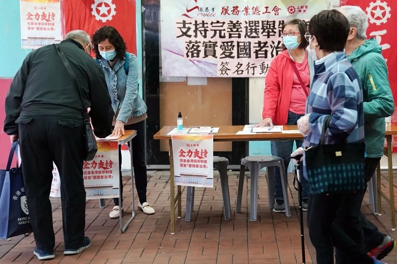 В Пекине на заведениях появились наклейки разных цветов. Они показывают долю сот...