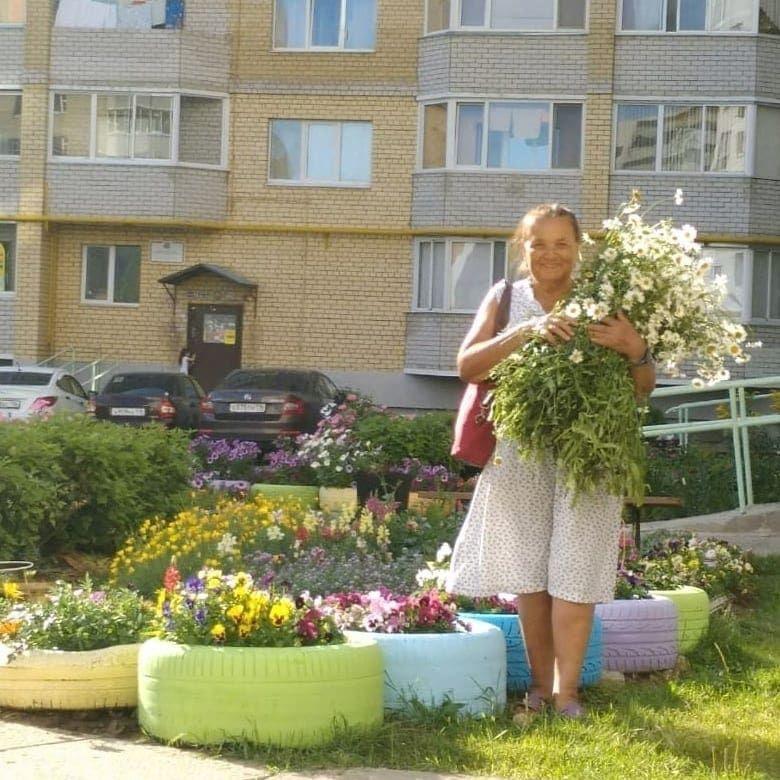 Хотим познакомить наших жителей с двумя волшебными «цветочницами» - Закировой На...