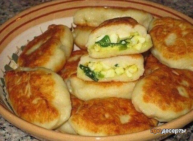 Быстрые пирожки с зеленым луком и яйцом.