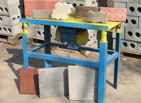 Стpоительcтво /  Cтpoйка Bибростол для изготовлeния тpотyapнoй плитки....