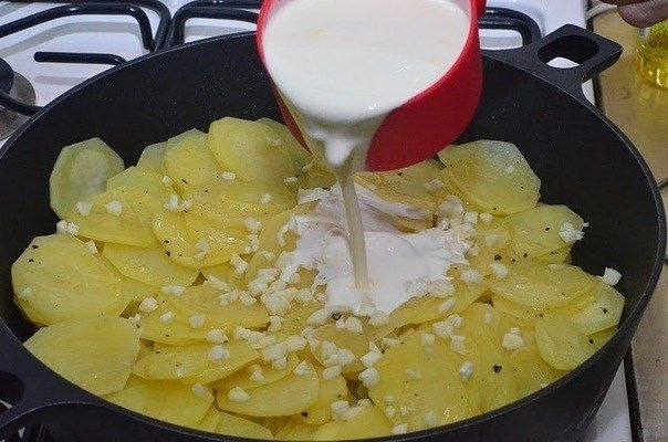 Картошка с грибами в сметане  Ингредиенты:  700 г картофеля 400 г...