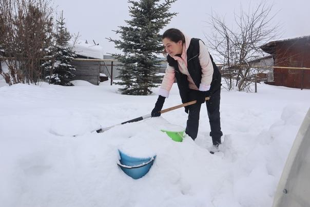 Людям две недели пришлось топить снег из-за замёрзшего...