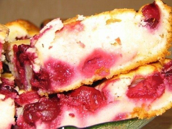 Быстрый пирог с замороженными ягодами