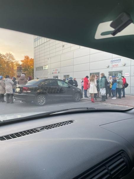 ????МегаГринн. Эвакуирован весь торговый центр Росгвардией и Полицией! Работники и покупатели стоят на улице! Покупатели... [читать продолжение]