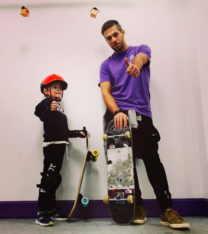 В сеть роллердромов Skate Town требуется Инструктор по роллер спорту и скейт бор...