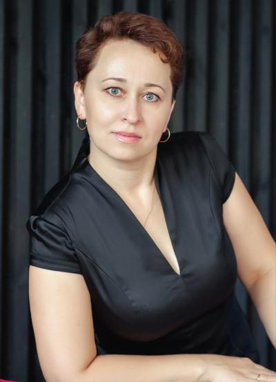 Лена Суханова