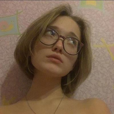Эля Николаева