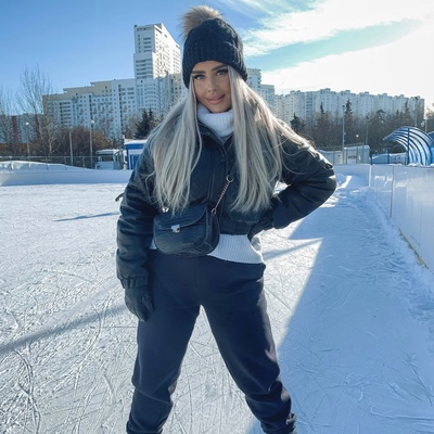 Вика Волкова, Москва