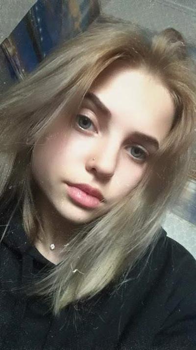 Мила Давыдова, Санкт-Петербург