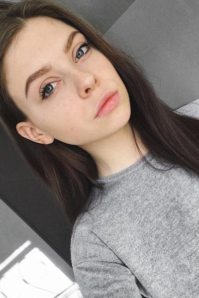 Александра Лесова, Москва