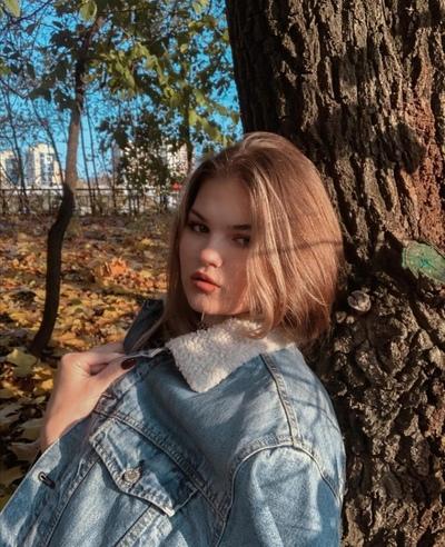 Александра Колесникова