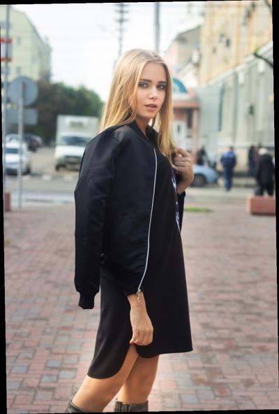 Ксения Попова, Москва