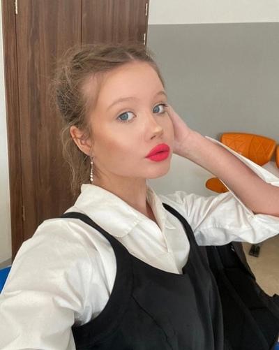Аня Солодовникова