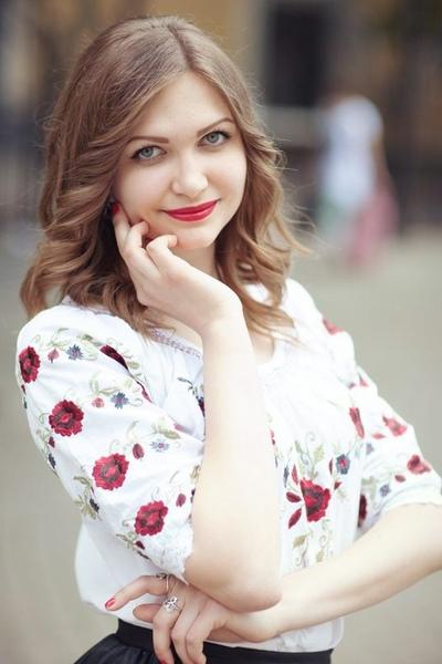 Лена Ахметова, Москва